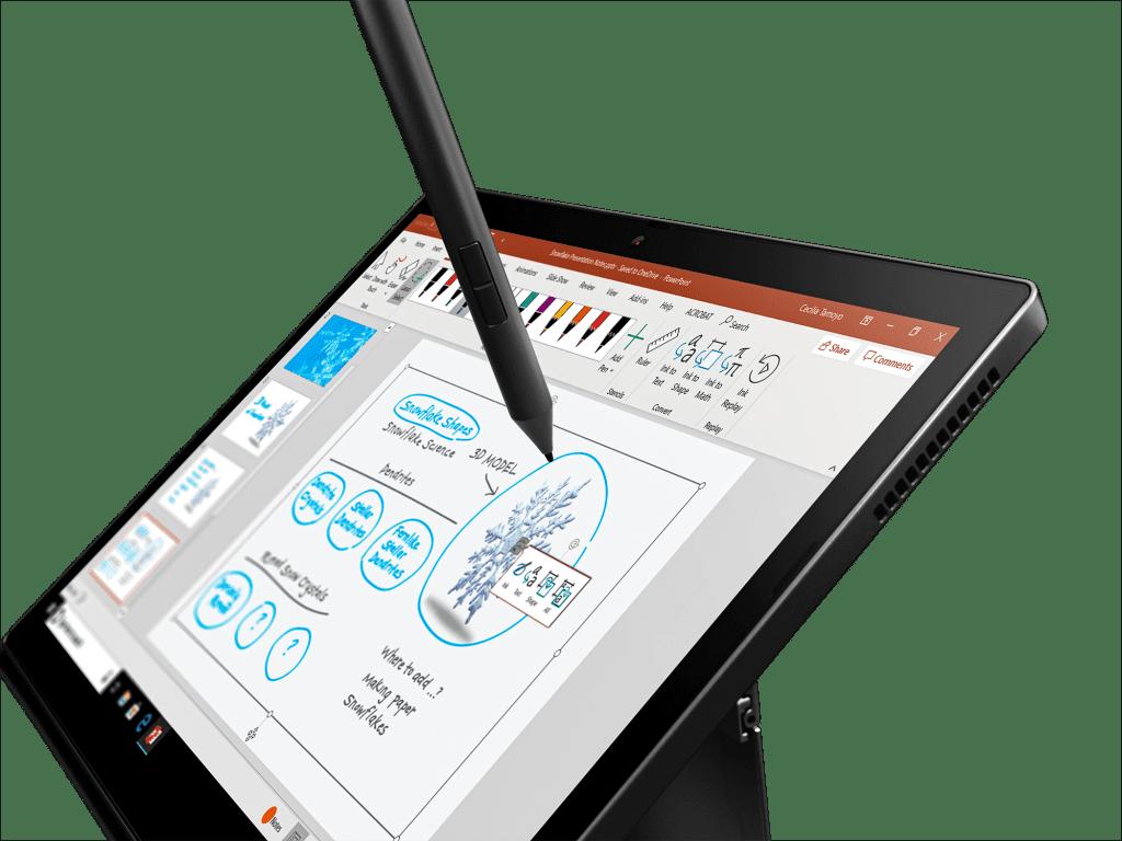 Tableta ThinkPad X12, primer plano del lápiz en uso en la pantalla